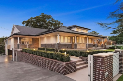 Sydney Architect designed house, Beecroft House, Face brick, traditional architecture, heritage facade,