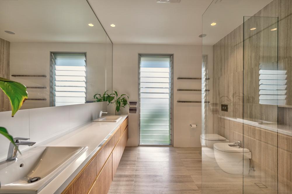 Modern Acreage Bathroom With Plenty of Space